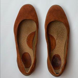 b.o.c. Women's Rust Suede Ballet Flats Size 8.5